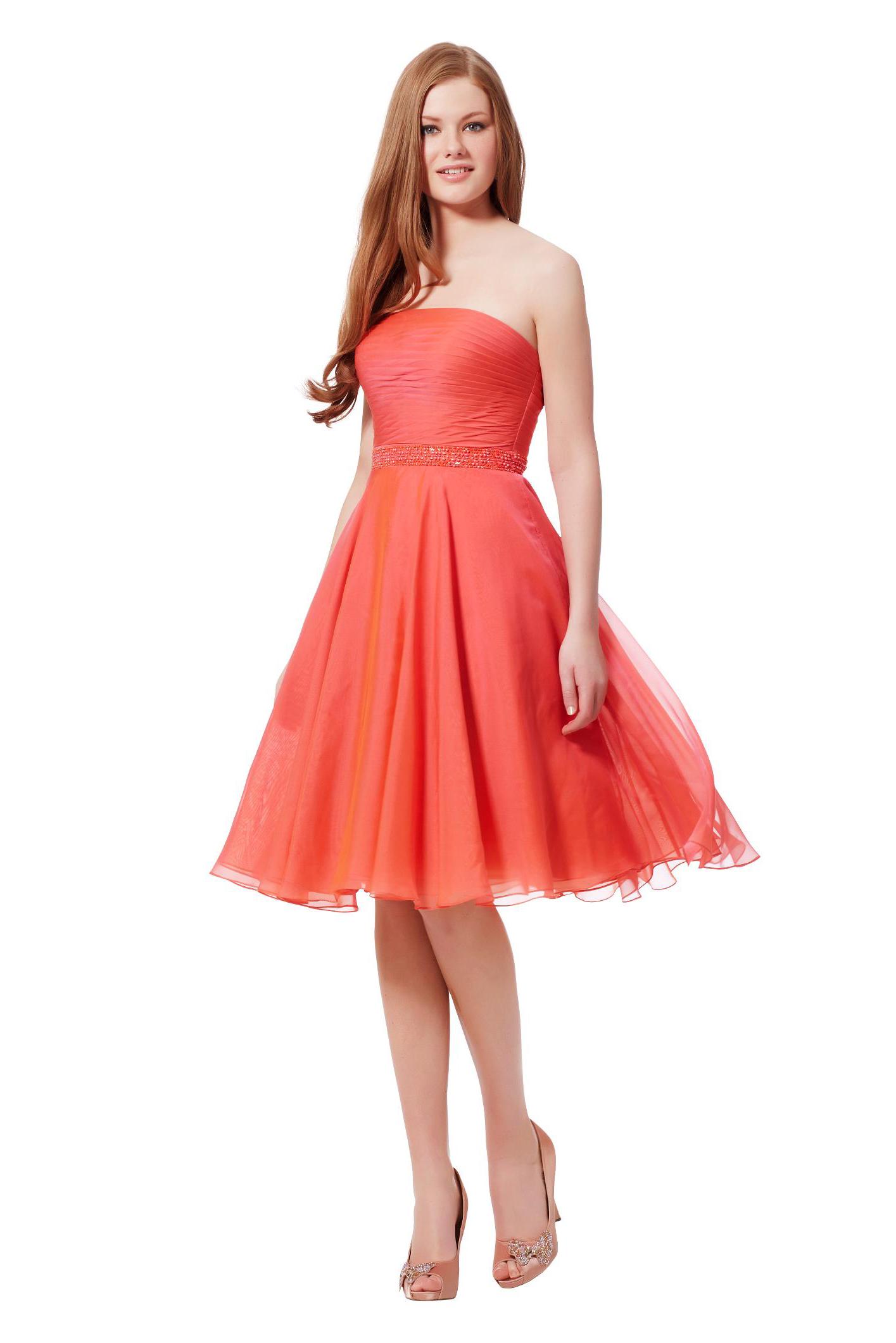 a435f708fb Klasszikus piros színű ruhát keresel, vagy esetleg kedvenc színed  részesíted előnyben? Koktélruha kínálatunkat igyekszünk úgy összeállítani,  hogy mindenki ...